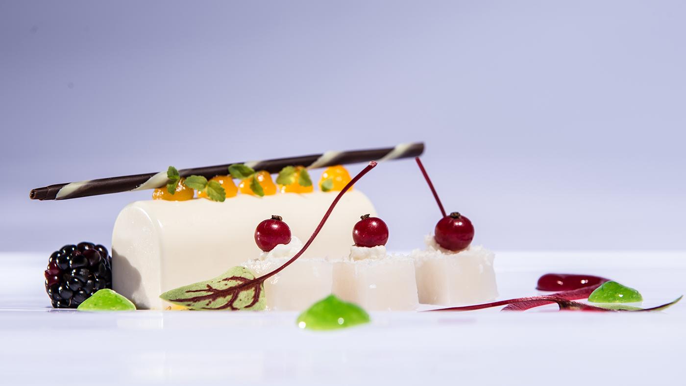 Bateaux-Dubai---Champagne-_-Coconut-Parfait