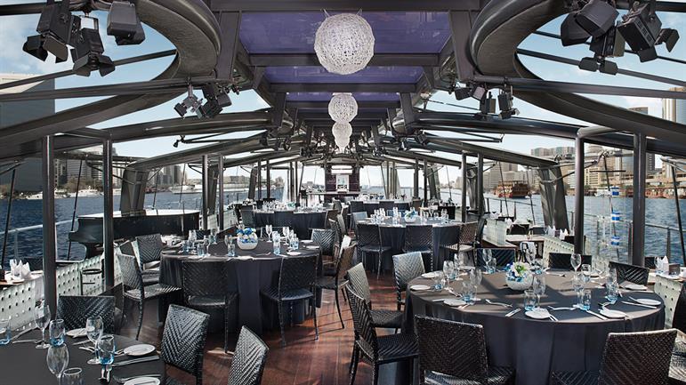 Bateaux-Dubai---Main-dining-area.jpg