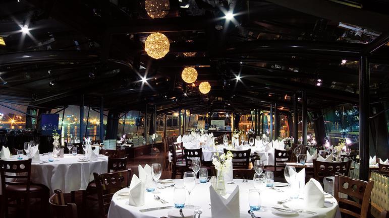Bateaux-Dubai---Seating-area.jpg