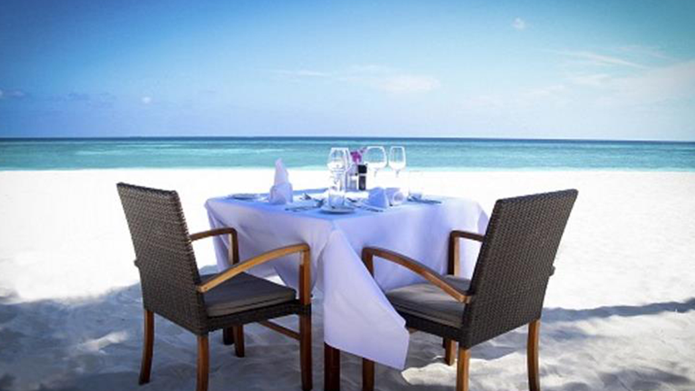 In-villa-Dining---Beach-setup---Call-out-Thumbnail-.jpg