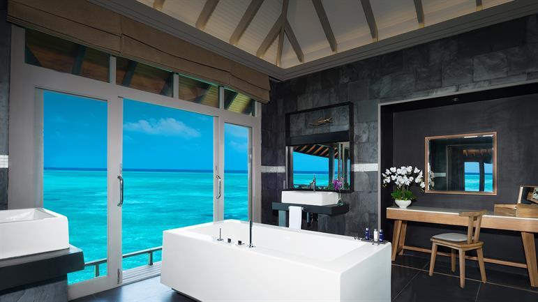 Grand Water Two Bedroom   Bathtub (0).