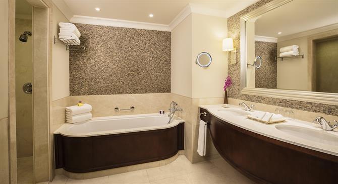 Royal Jamine One-Bedroom Suite - Bathroom (1)_1440x788